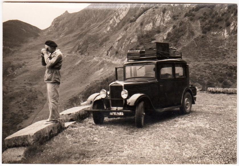 Peugeot 201 op een bergpad in de Pyreneeën