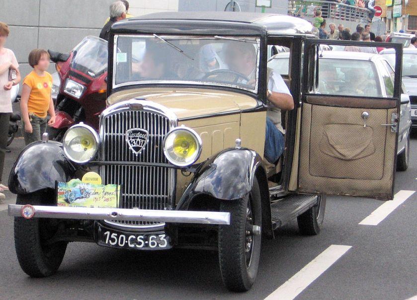 Peugeot 301 door