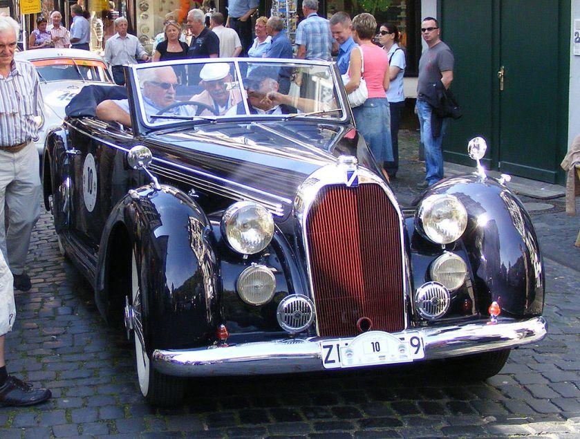 Traditionell gehaltenes Talbot T26 Record (1947) Cabriolet von Carrosserie Worblaufen