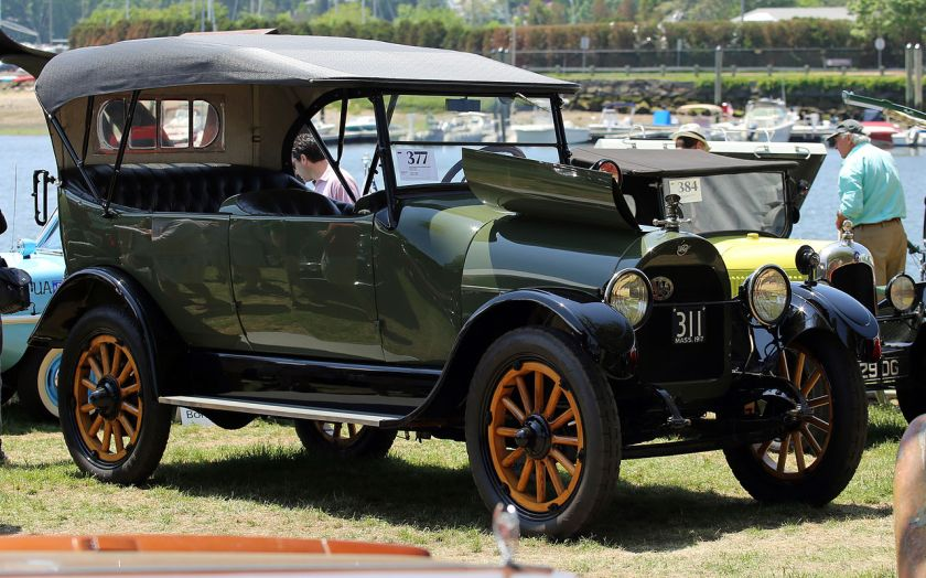 1917 REO Model M 7-passenger Touring