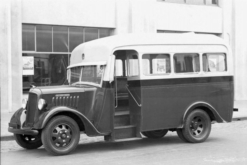 1941 REO Speed Wagon bus