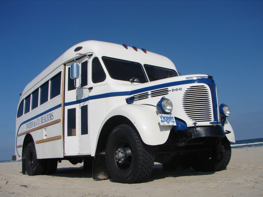 1948-reo-4wd-school-bus-1 twiddys-gillig