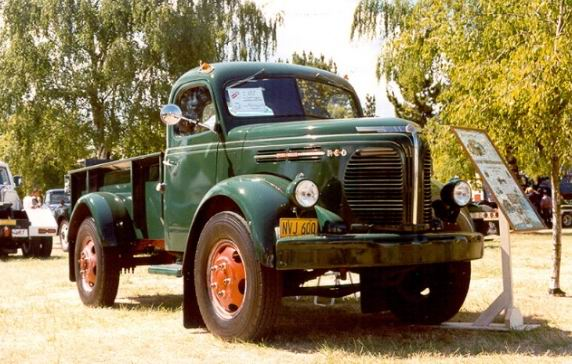 1948_REO_Speed_Wagon_Restored_Truck_resize