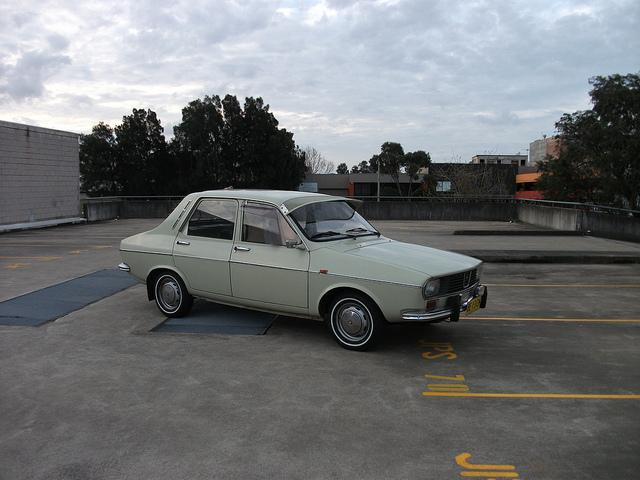 1971 Renault 12 side