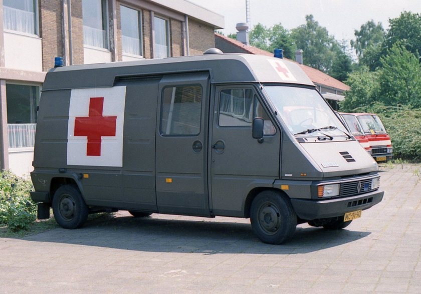 1984 MGG Renault Master T35 ambulance kenteken MC-01