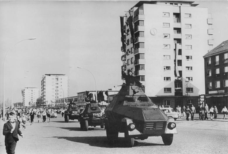 Eisenhüttenstadt, 12. Jahrestag DDR-Gründung, Parade