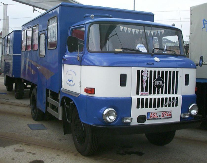 IFA W50 L Koffer mit Anhänger