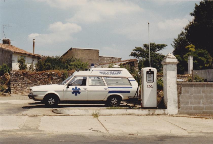 renault-20-ambulance-02