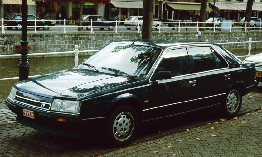 Renault 25 with Canal