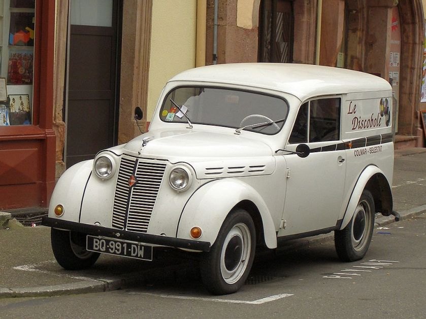 Renault Juvaquatre White lady