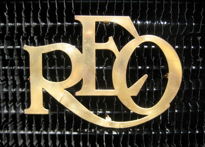 reo_grill_emblem_09