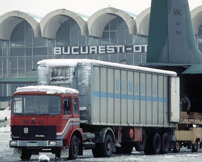 ROMAN DAC_6Turbo_truck,_Bucharest_Airport,_1989