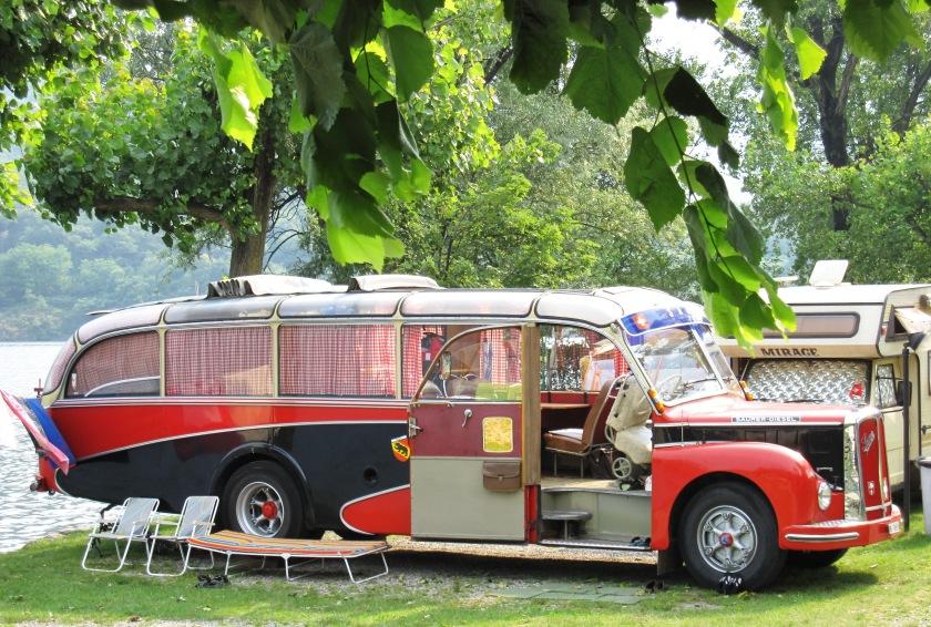 SAURER 29 Mini Campingnachbere us em Emmental mit eme bsundrige Saurer Wohnmobil
