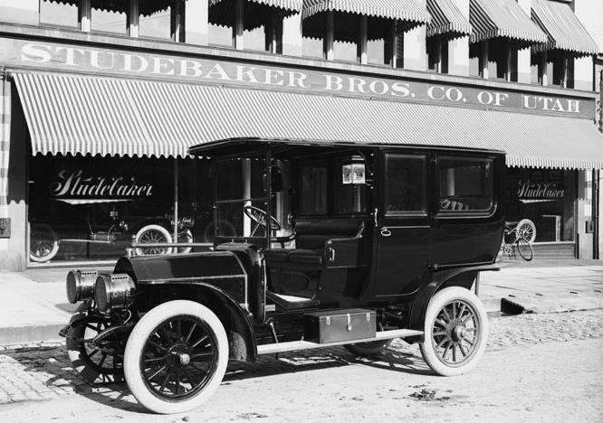 1908 Studebaker-Garford B limousine