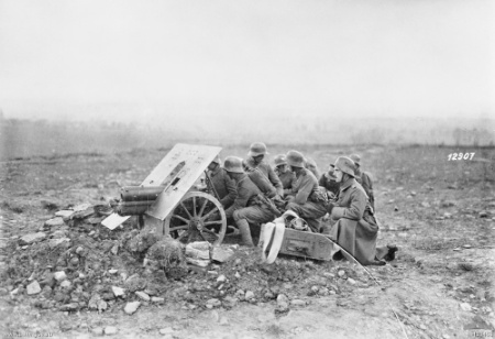 1918 German anti-tank gun & crew AWM H13453