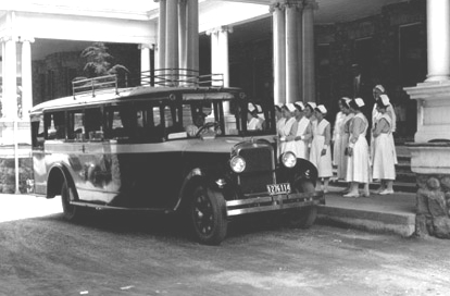 1928 Studebaker Bus at the Battle Sanitarium Bus