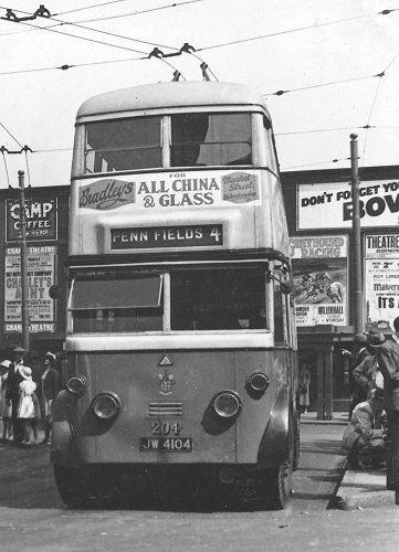 1934 Sunbeam bus with an MS3 chassis and a Metro-Cammell body. Turning in Victoria Square