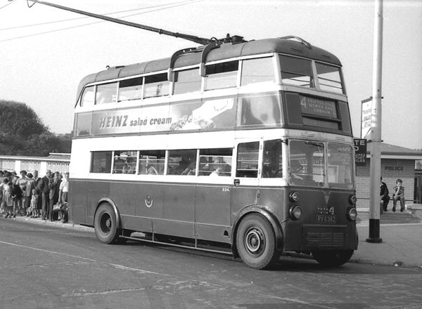 1935 AEC 661T with English Electric H26-24R body