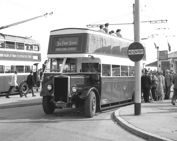 1935 Leyland TD4 as 115 with an English Electric H26-24R body