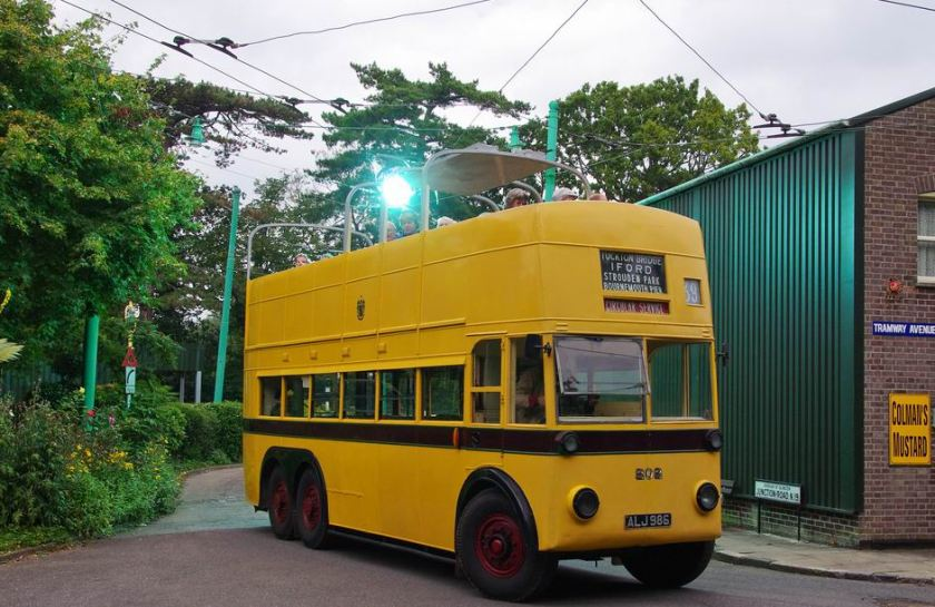 1935 Sunbeam 202 , ALJ 286 with massive ark from trolley booms