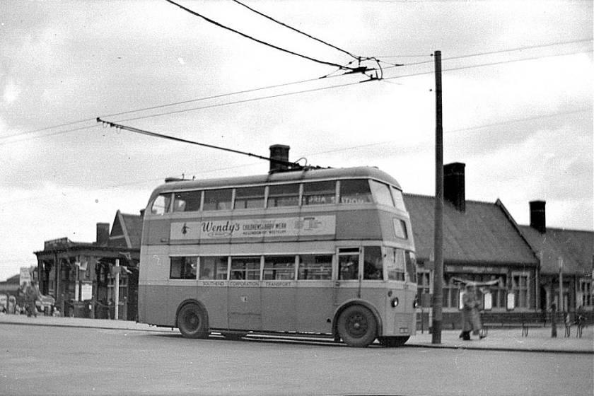 1939 AEC-Strachan double decker 125, BHJ195