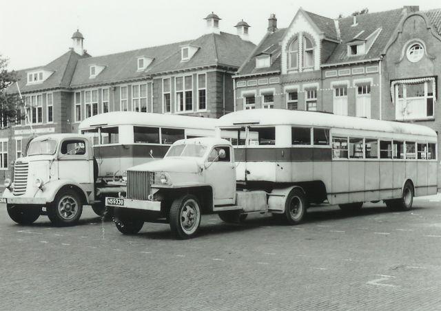 1946 Studebaker Bus-Truck links Wilhelminaplein Eindhoven