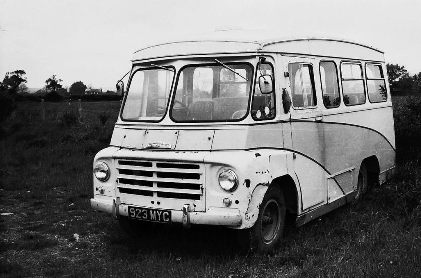 1961 Austin LDO registered 923 MYC, had (I believe) started life in Somerset with Blagdon Lioness Coaches Kenex Conversion 14 seater