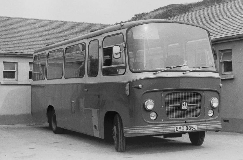 1968 EYO 885J - Another Bedford VAS Strachans (this one with high backed coach seats)