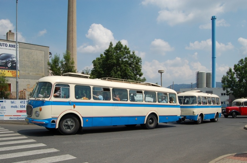 Škoda 706 RTO SPZ AX 49-63 a vleku Jelcz PO-1E SPZ AD-35-82