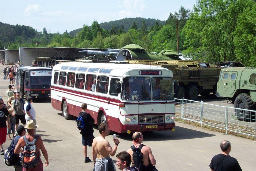 Historický dálkový autobus Karosa ŠD 11