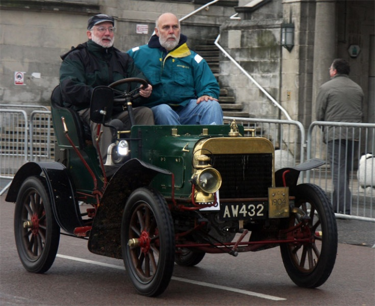 1904. Two-seater, Twin-cylinder, 10 h.p. Reg No AW 432