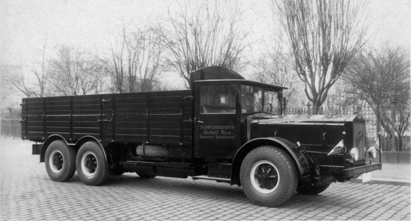 1928 Vomag 16-Dreiachser-DL-52-mit-zwei-getriebenen-Hinterachsen-von-1928