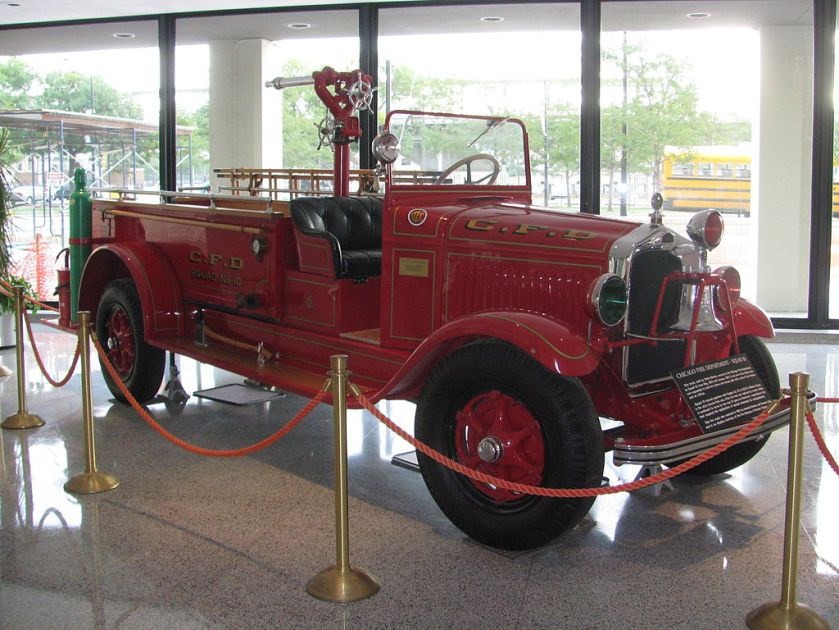1930-41 White fire Truck Old_CFD_Squad_10_truck2