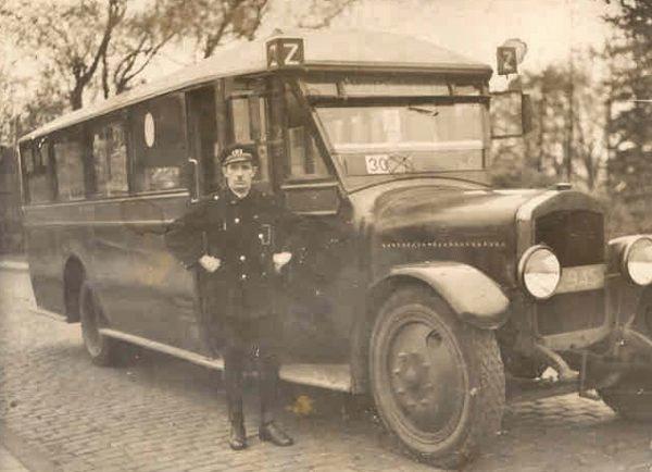 1930 De Dion Bouton uit de serie 13 tm 16 met carrosserie van Verheul. Vermoedelijk is het nr. 16.
