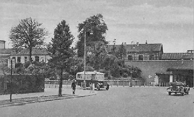 1932 Krupp-Werkspoor uit de serie stadsbussen 1-3 bij de Prinsessentunnel