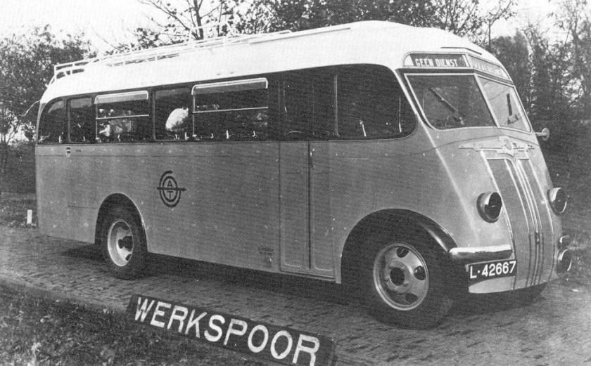 1940 Ford V8 Werkspoor met verduisterde koplampen. ATO-13