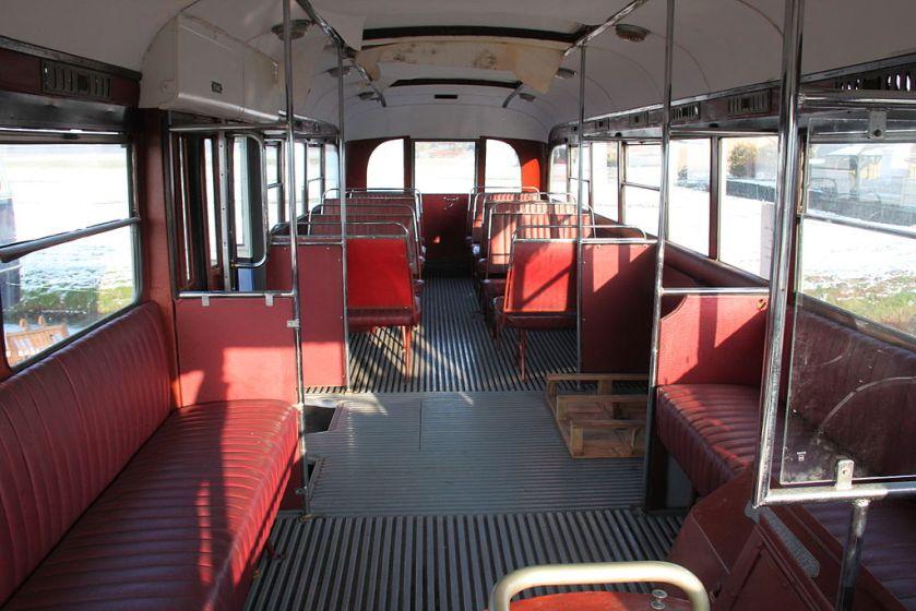1941 Interieur van de Amsterdamse bus 157 (Kromhout-Verheul) uit 1941