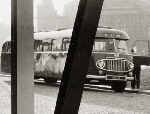 1947 Crossley SD42-1 met Verheul body NB-62-44 KLM-busstation 1953