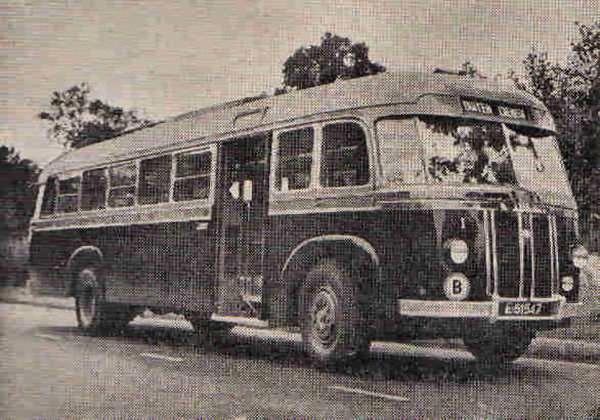 1948 Kromhout B6-VB2 Nr. 1 met carrosserie van Verheul. In 1956 vernummerd tot 101. In 1959 verkocht aan Koopmans