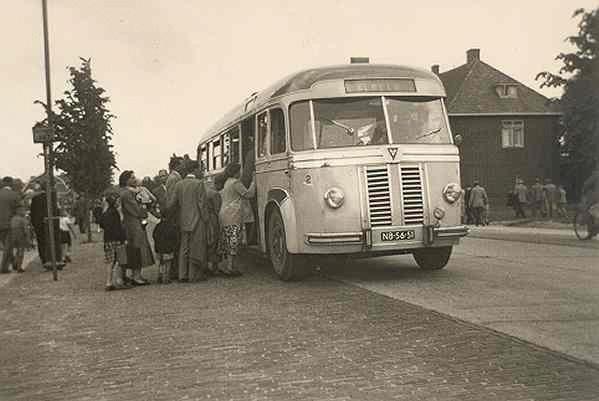 1948 Kromhout met carrosserie van Verheul. Opname 1955 op lijn Glanerbrug-Almelo.