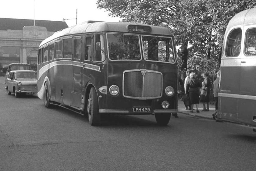 1948 Maudslay Marathon III with a Whitson FC33F body lph429