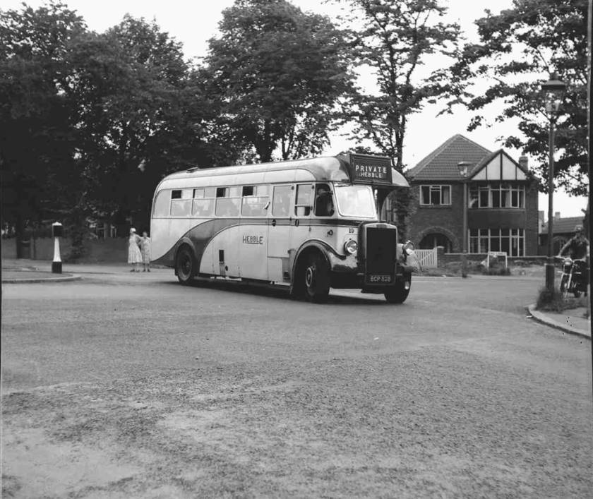 1950 Willowbrook DP33F bodied Leyland PS2-3