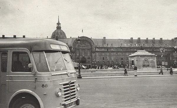 1951 Guy Arab 88 met carrosserie van Verheul. Opname voor Hotel des Invalides in parijs in 1953
