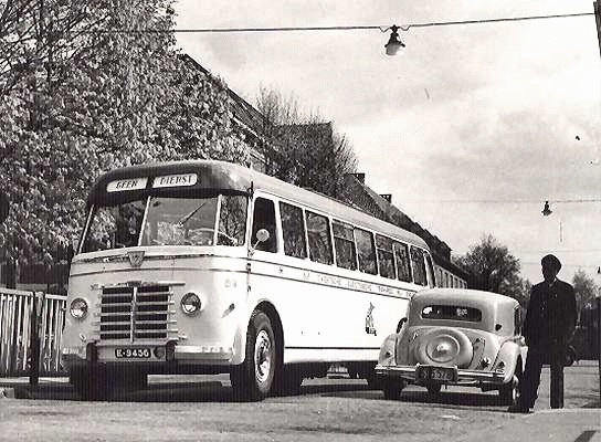 1951 Guy-Arab nr. 89 met carrosserie van Verheul. De bus had 45 zit en 10 staanplaatsen. Opname grensovergang Glanerbrug_