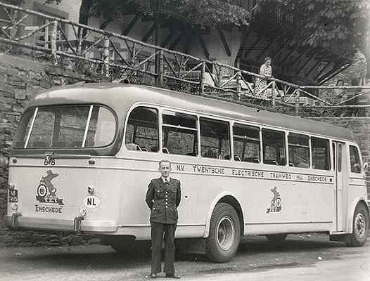 1951 Guy Arab Toerwagen 88  met carrosserie van Verheul. Opname tijdens koffiepauze in een dagtocht ergens in Duitsland._