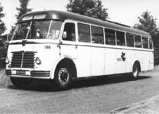 1952 Guy-Arab 186 met kenteken NB-32-85. Carrosserie van Verheul. Opname 1963