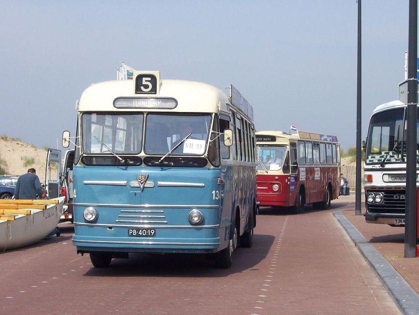 1955-68 Verheul Holland Coach stadsbus 134 uit 1955, GEVU, Utrecht, gevolgd door Leyland-Verheul LVS560 stadsbus 6 uit 1968, GVG, Groningen.
