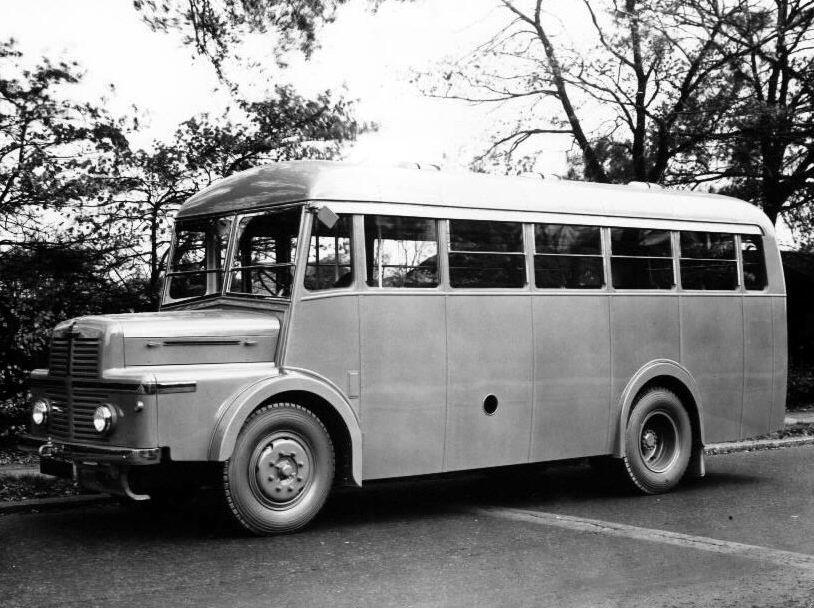 1956 Thornycroft Trident1