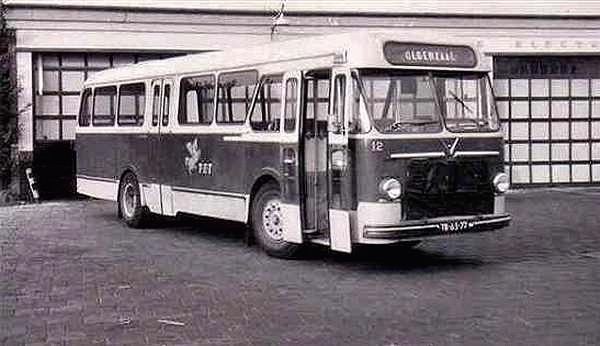 1960 Daf TB160 12 met carrosserie van Verheul. Bouwjaar 1960. Opname voor de garage Hazelaarstraat Almelo in 1966