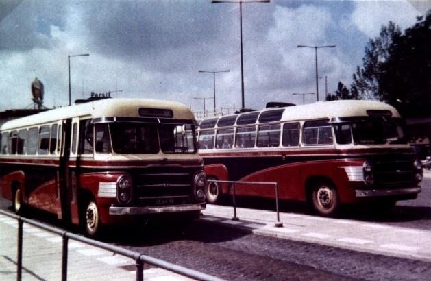 1962 Volvos 59-49 kleur Van Gog-bus oorspronkelijke kleuren. Links de 59 en rechts de 49 Rotterdam CS
